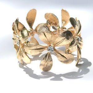 NWT Gold Flower Bangle Bracelet